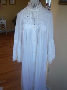 I love victorian romance white cotton nighties!