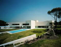 Panorámica de moderna residencia.