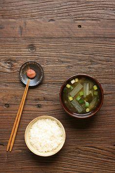 白ご飯・味噌汁・梅干し Japanese rice + miso soup + umeboshi