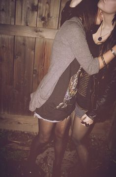 short, kiss girl, hipster party, hipster parti, soft grunge, arb lesbian, blog, tight, girl kiss