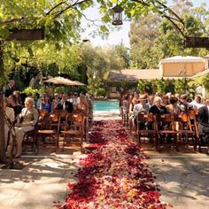 Romantic Weddings: Rose petals make that special day even more magnificent!
