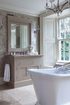 Bathrooms & Tiles / Hayburn