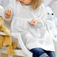 Une robe en lin et dentelle pour enfant - Marie Claire Idées