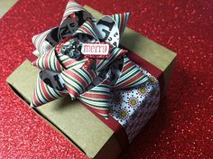 Hand made gift bow tutorial by InkyPinkies... bow tutorial, papercraft, gift bows, handmade gifts, diy bow