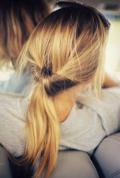 low pony. poni, hair colors, old school, hair beauty, hair ties, hairstyl, pony tails, knot, long hair styles