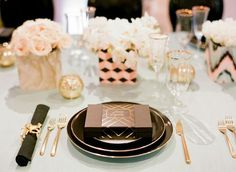 dinner.  #dreamdigs art deco table setting, brunches, galleri, color schemes, color combos, colors, inspir tablescap, champagne/gold table settings, black