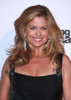 Kathy Irelands sexy, wavy hairstyle