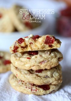 Strawberries and Cream Cookies ~ from @Shelly Jaronsky (cookies and cups) #cookies #recipe #strawberry
