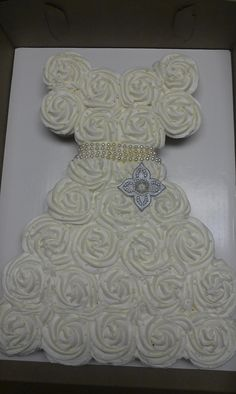 Would you do this for your wedding shower? It's really easy to do instead of a cake! Wedding Dress Cupcakes - 27 cupcakes create this wedding dress shower cake