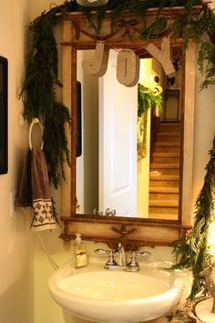 sweet and simple Christmas decor for the bathroom