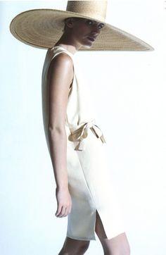 A lady wearing Bill Blass 1998 Spring Collection / http://www.creativeboysclub.com/
