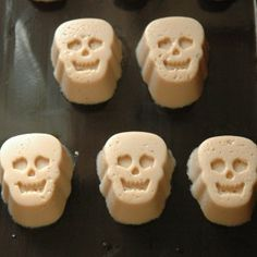 http://teacher-chef.com/2011/10/31/skeleton-mudslide-jigglers/    Next party... THIS.