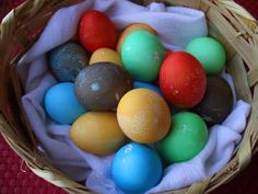 Easter Egg Coloring ~ with Kool-Aid! {a 'Kool' way to dye your eggs!} #coloring #easter #eggs