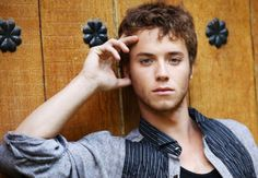 Jeremy Sumpter is very yummyyyy!!