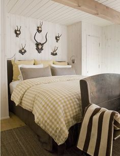 bedding, antlers, masculine bedrooms, boy rooms, horn, cabin chic, guest rooms, buffalo check, wooden walls
