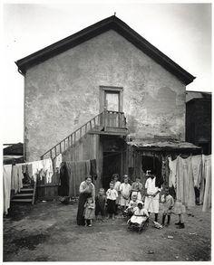 Toronto slums, backyard with children, 1915
