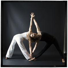 black and white utthita trikonasana, beautiful yoga photo, yoga photography, triangle, B