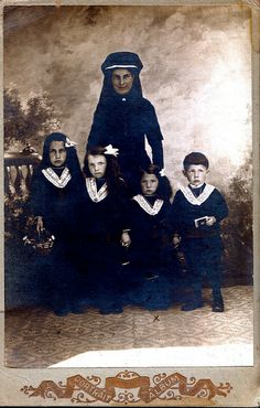 Circa 1900 widow and her four children in mourning, French Albumen Cabinet Card.