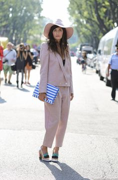 Ekaterina Mukhina in a dusty rose pink suite with a matching hat #StreetStyle