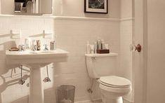 Banheiro Branco com Detalhe em Meia-Parede