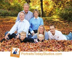 Fall Family Photos Outdoors | Outdoor family pictures
