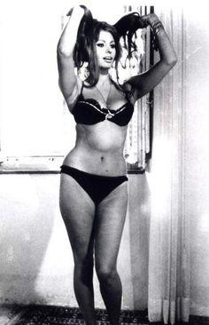 Sophia loren bikini photos