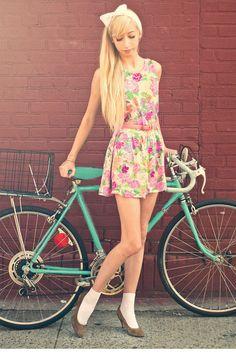 outfits, model, fashion blogs, vintage floral, vintage bicycles, pink, bike ride, floral dresses, belts