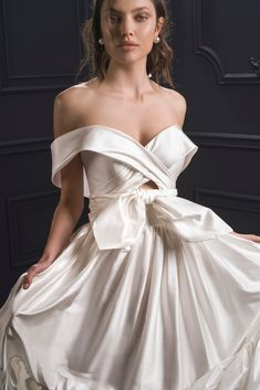 Lihi Hod wedding gown | Pin discovered by Kelly's Closet bridal boutique in Atlanta, Georgia