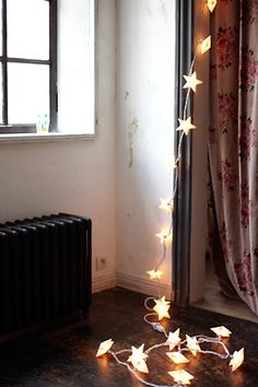 Don't let your #fairylights drop on the floor! Though, we must say we do love how this star lights are hanging. Perhaps fairy lights don't need to be stuck up at all. Has anyone tried just letting them fall nicely? #home #decor