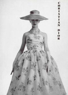 Oh, you know… just a little 1950s Dior… swoooooooooon! | L'officiel, 1956