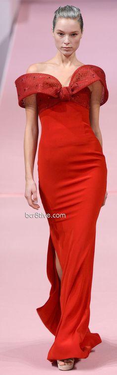 Alexis Mabille Alta Costura moda 2013 - vestido vermelho longo ajustado ao corpo com fenda lateral e decote ombro a ombro #moda http://www.vestidosonline.com.br/modelos-de-vestidos/vestidos-da-moda