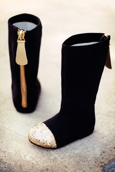 Gold Glitter Toe Boots in Black n Gold!