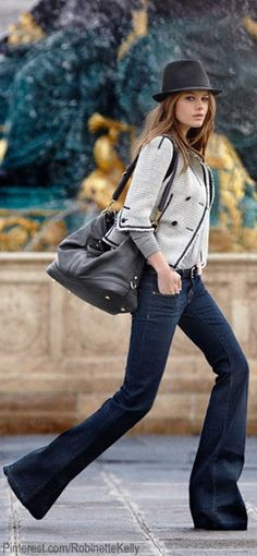 Outfit : cropped jacket with long sleeve underneath, wide leg jeans, and purse