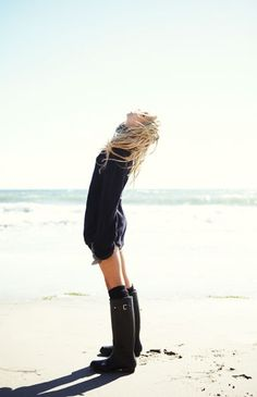 Never have I ever imagined wearing boots on a beach. #californialove