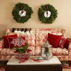 christmas wreaths, holiday, traditional christmas, living rooms, couch, christmas decorations, christma decor, christmas decorating ideas, decor idea