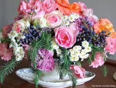 Make this arrangement Tutorial.  AND 45 OF THE BEST FRENCH INSPIRED CRAFT TUTORIALS EVER with their links! Absolutely incredible. GIFTS, HOUSE, EVENT, WEDDINGS, DECOR, FLOWERS, COOKIES.