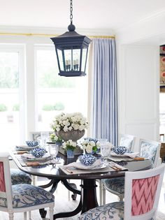 I love the color and fabric combinations in this dining room!