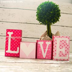 Adorable Valentine's Day blocks! Plus doubles as a Christmas craft. Clever!