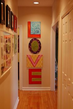 """LOVE.....this is cute for a random entry way wall. Maybe a family photo in a oval or heart frame instead of an """"O"""""""
