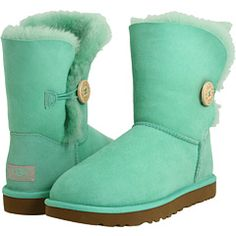 Love this color soooo much. And on uggs? Ahhhh <3