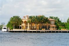 This mansion is in West Palm Beach.  We went to West  Palm at least once  a month--to eat and shop.  Clewiston  was so tiny!!