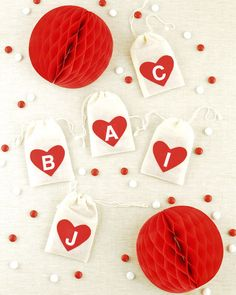 party favors, felt hearts, treat bags, valentine day, diy valentine's day, bag diy, party crafts, bag tutorials, valentine party