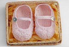 #crochet baby booties by Lynne Buchman