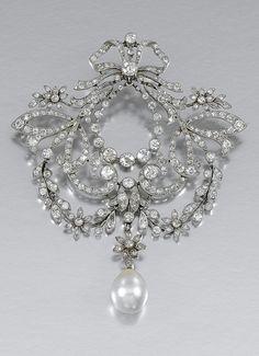 PEARL AND DIAMOND BROOCH/PENDANT, CIRCA 1905.