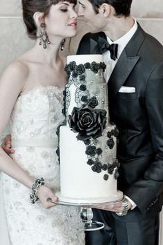 lace-trimmed-wedding-cake, gorgeous.