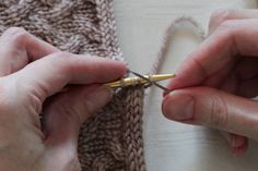 A tutorial showing how to seamlessly graft together the ends of a knitted i-cord. Ideal for finishing the i-cord cast on or bind off in the round. knit icord, seamless graft, graft icord, beauti hand, icord cast