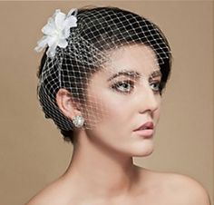 Short wedding hairstyles with veil