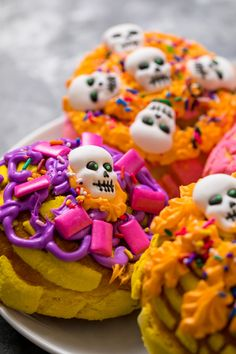Day of the Dead conchas, a perfect addition to sugar skulls, pan de muertos, and mole! #craftychica #dayofthedead #diadelosmuertos #conchas #pandulce