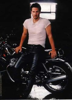Keanu Reeves..this is one sexy picture! Hubba..Hubba! handsome-men