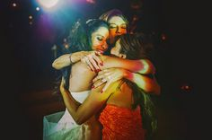 Such love in this photo! Love this moment captured by Fer Juaristi | via junebugweddings.com